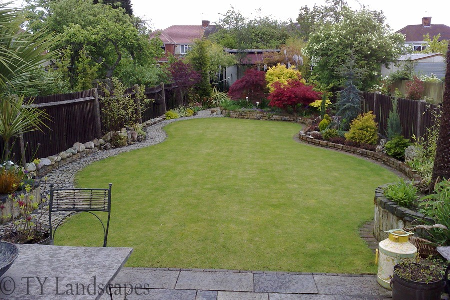 Garden landscaping pictures for small gardens home for Back garden plans